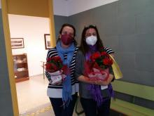 Nuestras profesoras, Clara y Ruth, al finalizar el acto conmemorativo